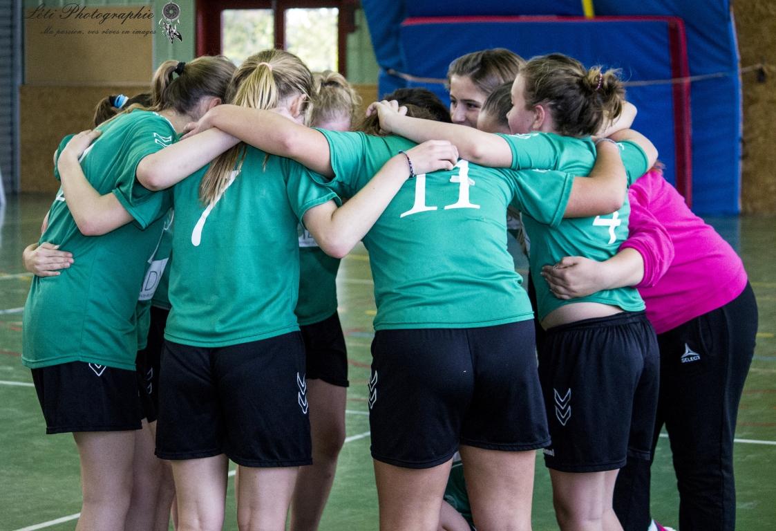 -14 F : Les filles s'accrochent ! - Hand Bievre Terres Froides - Club de Handball en Isère