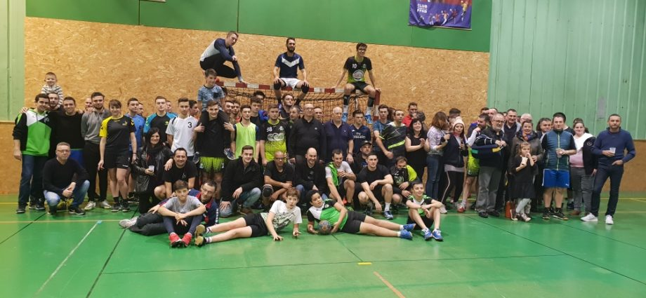Tournoi de Noël et remise des maillots d'échauffement ! - Hand Bievre Terres Froides - Club de Handball en Isère